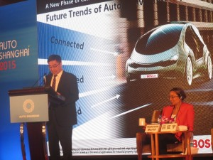 Bosch (China) Investment Ltd., Executive Vice President Dr. Xu Daquan (left) speaking at the 4th Auto Shanghai Summit 2015.