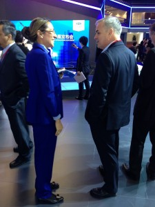 General Motors Executive VP & President – GMI Stefan Jacoby in discussion with LIASE Board Member and Asia MD, Vanessa Moriel.